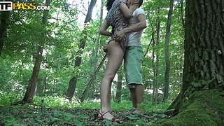 The inexperienced brunette yasmine sucks to her boyfriend in the forest then he makes a good cunnilingus
