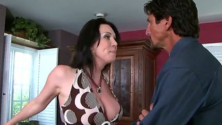 Hot milf rayveness gets polizala tommy gunn