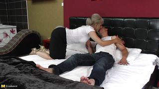 Mature hoe kisses the young neighbor in her bed