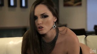 God leder xxx diva tori black nødt til at cum