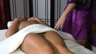 Massagist and client get naked for some sexy fingering and licking