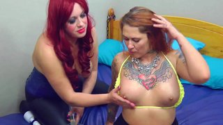 Sookie en tallulah in sub slet pis drinken piss play lesbo pee video