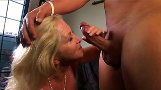 Gilf annabelle brady is performing good blow