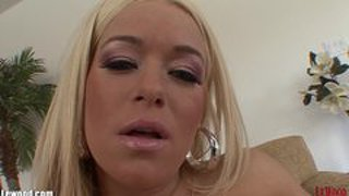 Lewood velike joške blondinka milf gets titty fucked