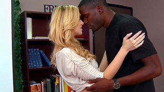 Blonde oulike abigale johnson is 'n haan sucker