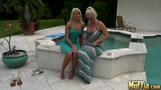 Twee younf curves anikka albrite molly cavalli likken pussyes.