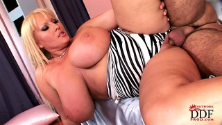 Blonde bbw with mighty titties gets her cunt plowed balls deep