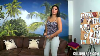 Langharige latina babe andrea zuigt pik in pov