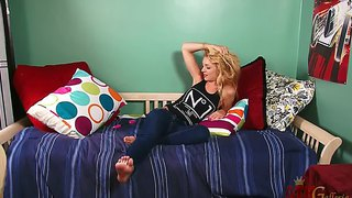 Ally winters is palying with her naughty vibrator and gettin horny orgasm, enjoy!