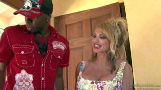 Mature taylor wane gives massive black dick a try